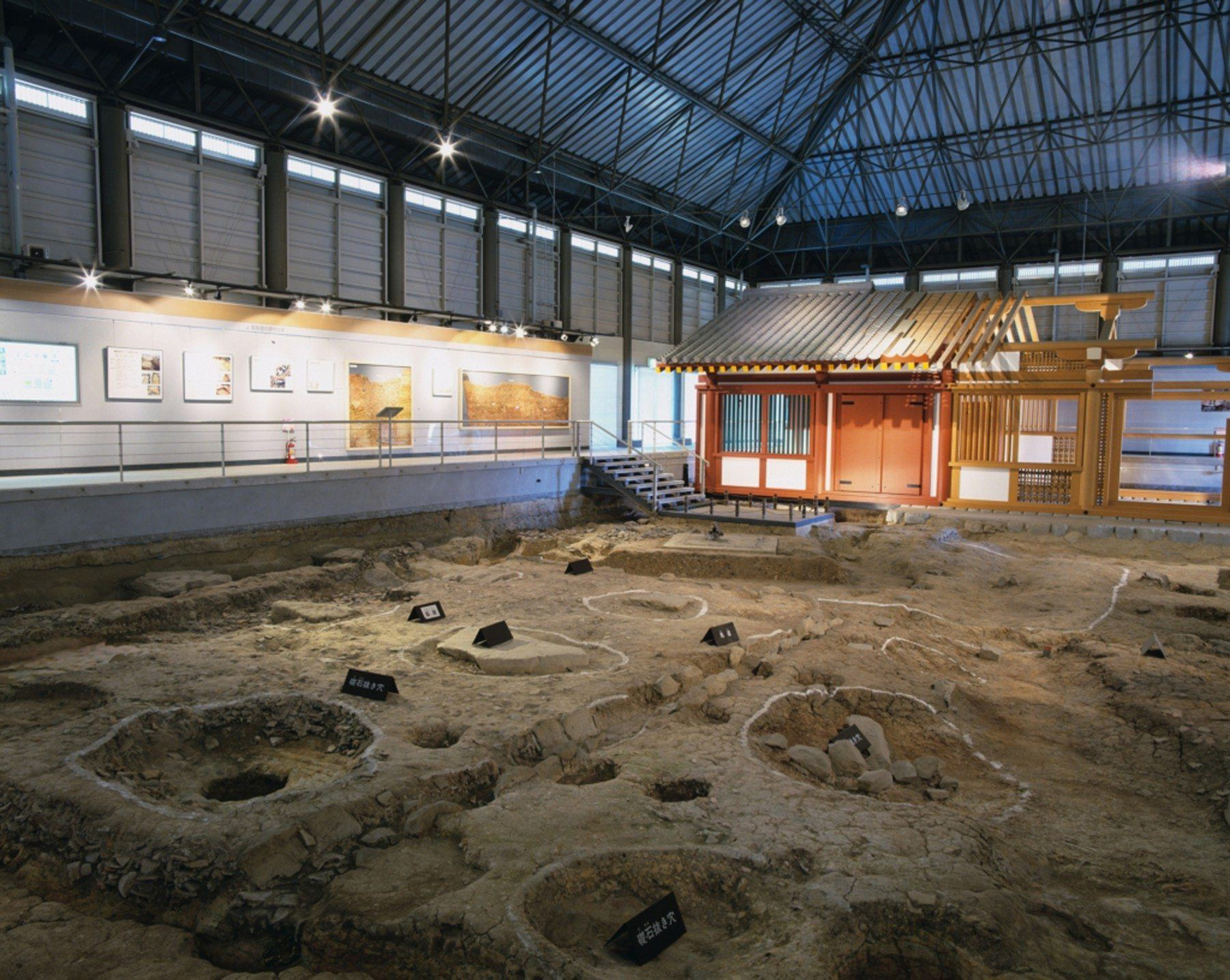 鴻臚館跡展示館の内部(撮影年不明)の画像