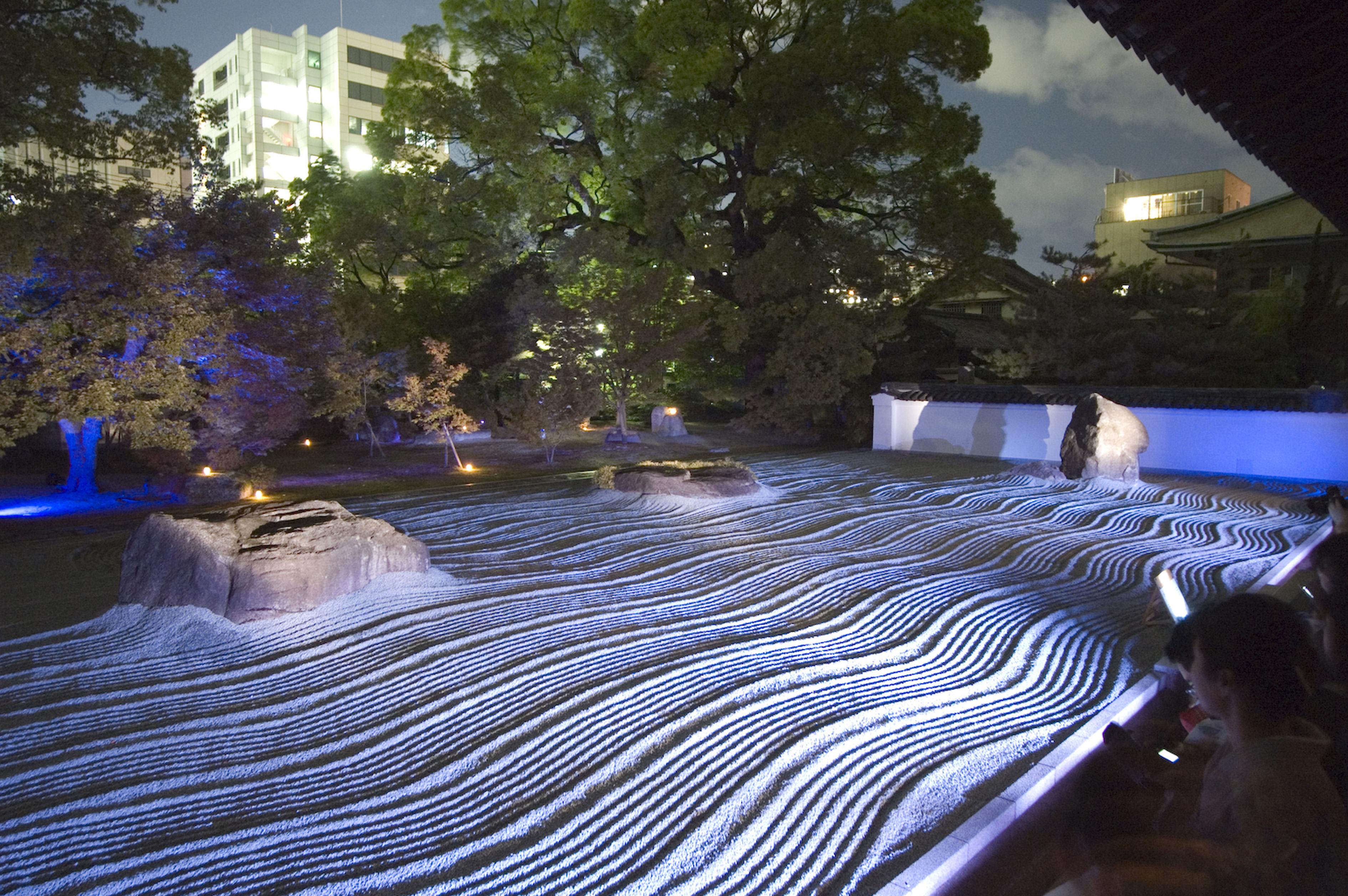 承天寺の石庭をライトアップ(2007)の画像