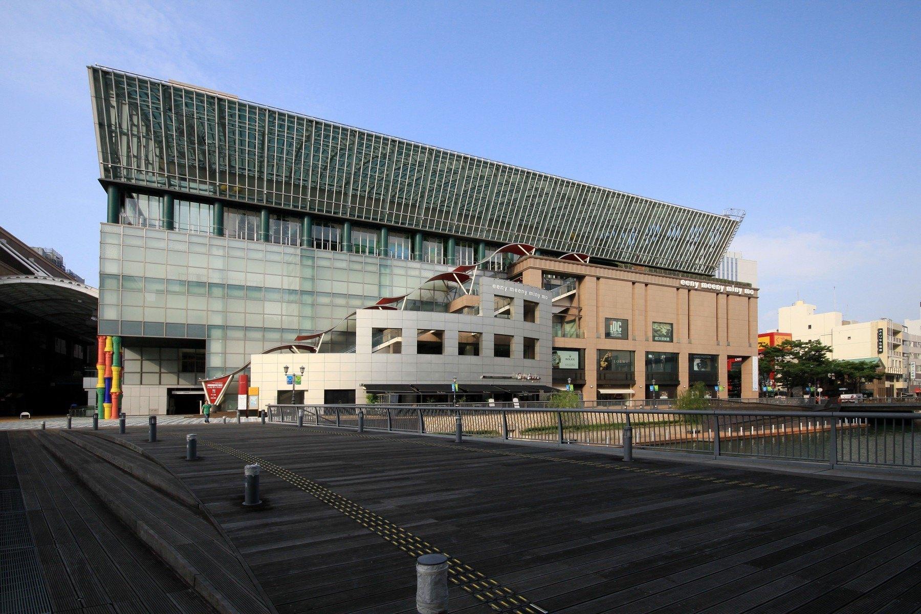 博多リバレイン西側には那珂川(2009)の画像