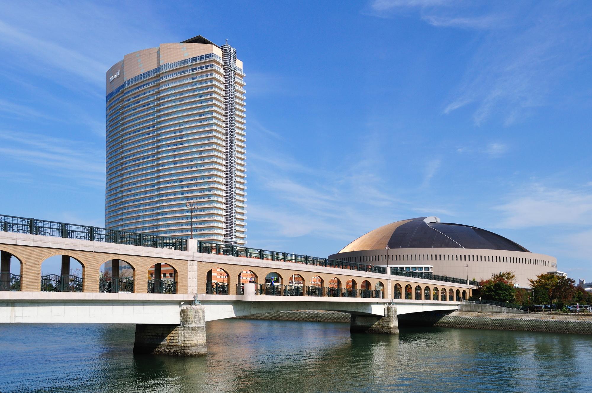 ヤフードームとシーホークホテル(2010)の画像