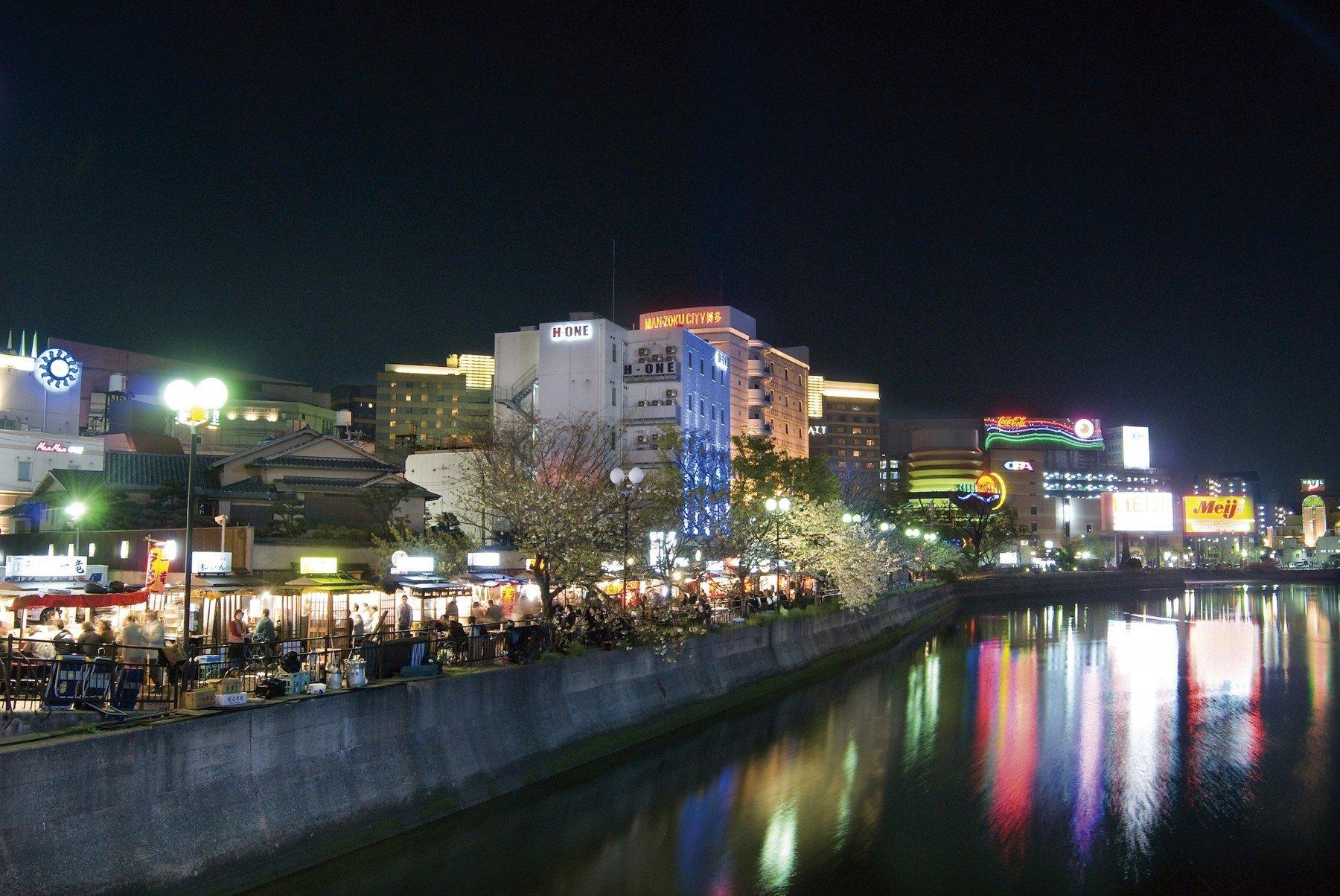 中洲・那珂川沿いに並ぶ屋台(2008)の画像