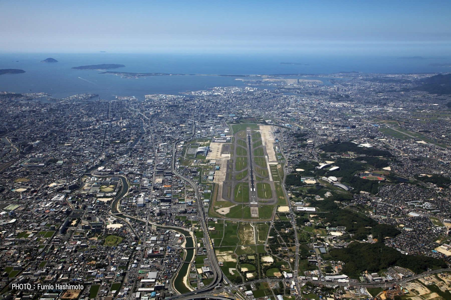 福岡空港上空(2009)の画像