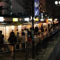 中洲・那珂川沿いに並ぶ屋台(2011)の画像