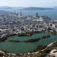 大濠公園上空から博多湾を望む(2015)の画像
